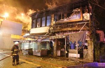 Tarihi balıkçı dükkanı alev alev yandı