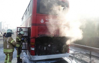 TEM'de korkutan dakikalar! İki katlı halk otobüsünde yangın