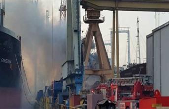 Tuzla'da gemi alev aldı! Ekipler müdahale ediyor