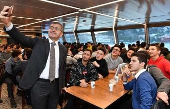 Valide Sultan Gemisi liseli gençleri ağırladı