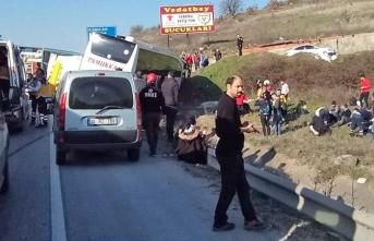 Balıkesir'de yolcu otobüsü tıra çarptı: 29 yaralı