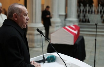 Cumhurbaşkanı Erdoğan, Karpat'ın cenazesindeydi