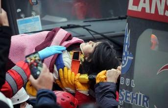 Enkazdan müjdeli haber... 5 yaşındaki Havva 18 saat sonra kurtarıldı