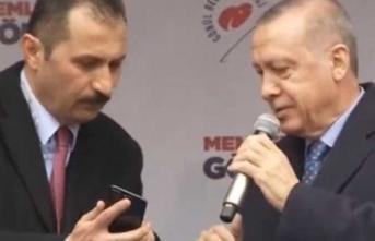 Erdoğan'a mitingi yarıda kestiren telefon