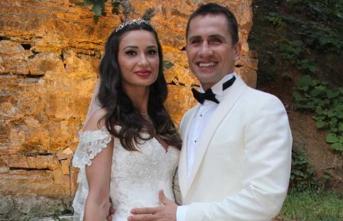 Eski milli futbolcu ile eşi boşanıyor