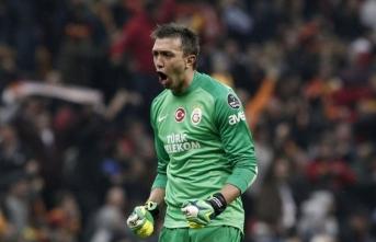 Galatasaray'a sürpriz isim! Muslera'nın alternatifi bulundu