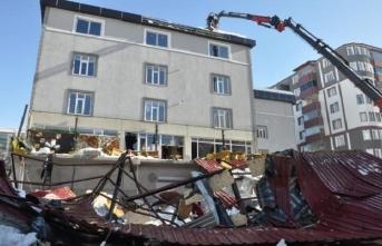 Kafenin çatısı çöktü, ölü ve yaralılar var...