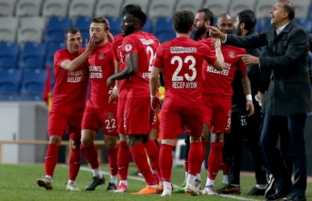 Kupada ilk yarı finalist Ümraniyespor