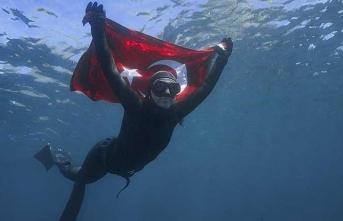 Milli sporcudan Antarktika'da tarihi dalış