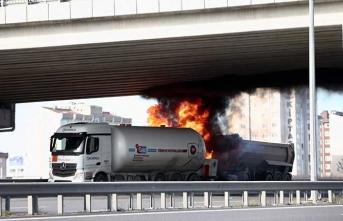 Tankerle kamyon çarpıştı! İtfaiye ekipleri olay yerinde…