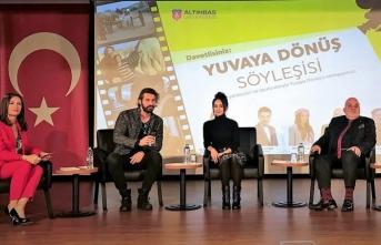 'Yuvaya Dönüş' filminin oyuncuları üniversite öğrencileriyle buluştu