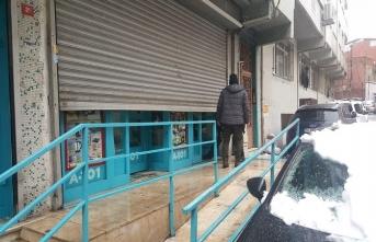 Yüzü maskeli şahıslar Beyoğlu'nda market soydu!