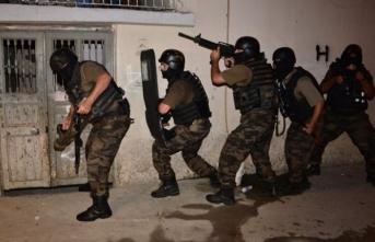 250 polis, uzun namlulu silahlar… 'Sokak çetesi'ne operasyon