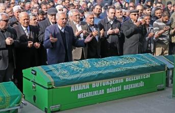 Adana'da karbonmonoksitten zehirlenen 5 kişinin cenazesi toprağa verildi