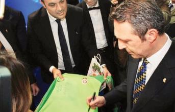 Ali Koç'tan Galatasaray formasına imza