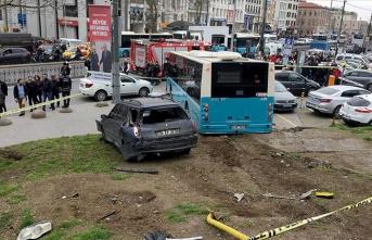 Beyazıt'ta feci kaza:  Yaralılar var