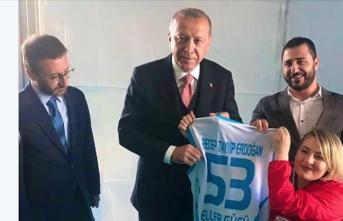 Cumhurbaşkanı Erdoğan milli sporcu Çam ile bir araya geldi