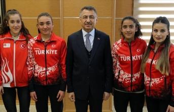 Cumhurbaşkanı Yardımcısı Oktay milli sporcuları kabul etti