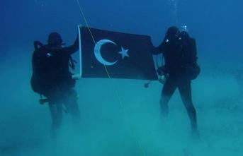 Denizin altında açılan bayrak Yunanları çıldırttı…
