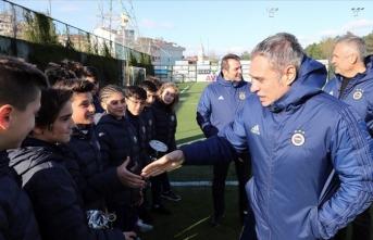 Fenerbahçe'nin genç oyuncularına sürpriz