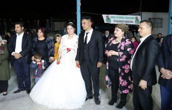 """""""İmece usulü"""" düğün için sosyal medyada bir araya geldiler..."""