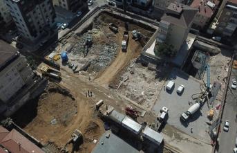 Kartal'da yıkılan binanın temeli atılıyor