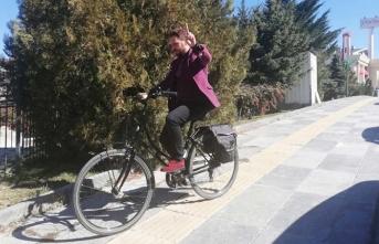 Maduro için Ankara'ya bisikletle gitti!