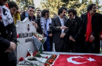 Müslüm Gürses mezarı başında benzerleriyle anıldı