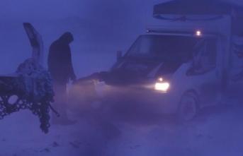 Şiddetli fırtına ve tipi: Onlarca araç mahsur kaldı