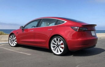 Tesla, 35000 dolarlık Model 3'ü görücüye çıkardı