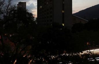 Venezuela karanlığa gömüldü... Art arda açıklamalar