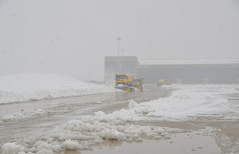 Yoğun kar nedeniyle uçak seferlerine iptal!