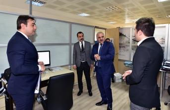 Başkan Zorluoğlu'ndan personele ziyaret