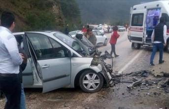 Bursa'da trafik kazası! Ölü ve yaralılar var