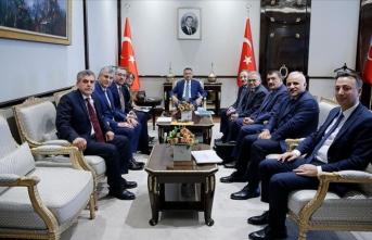 Cumhurbaşkanı Yardımcısı Oktay, Türkiye Belediyeler Birliği heyetini kabul etti