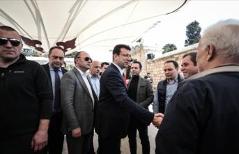 Ekrem İmamoğlu, Fatih'te vatandaşlarla buluştu