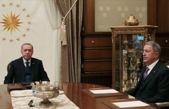 Cumhurbaşkanı Erdoğan, Hulusi Akar ve Ali Erbaş'ı kabul etti