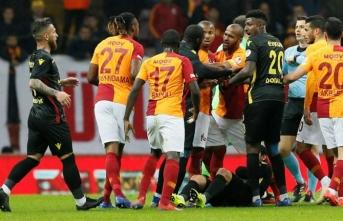 Galatasaray'a şok! Fenerbahçe derbisinde yok