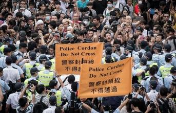 Hong Konglu protestoculara ceza yağdı!