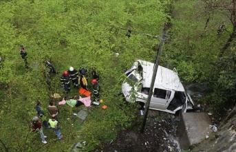 İşçileri taşıyan minibüs fındık bahçesine devrildi: 7 yaralı