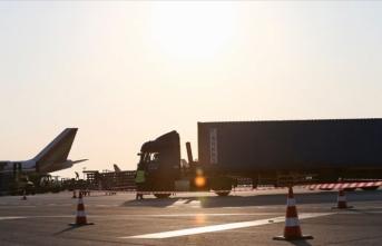 İstanbul'da 'Büyük Göç'te tırlar İstanbul Havalimanı'na gelmeye başladı