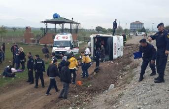 Öğrencileri taşıyan tur otobüsü devrildi! Yaralılar var...