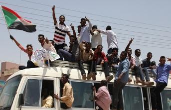 Sudan meydanlarında tansiyon düşmüyor