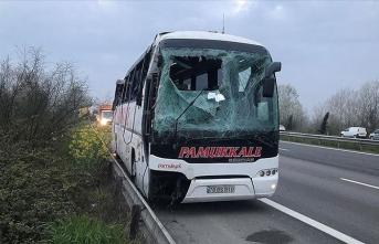 Yolcu otobüsü devrildi: 5'i ağır 30 yaralı