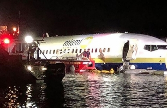 ABD'de yolcu uçağı pistten çıktı!