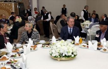 Akar ve komutanlardan şehit aileleri ile iftar
