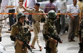 Hindistan'da bombalı saldırı! Ölü ve yaralılar var