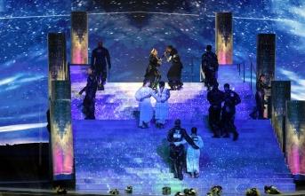 Madonna Eurovision finaline Filistin bayrağıyla damga vurdu
