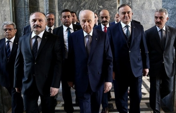 MHP lideri Devlet Bahçeli 'mitili atmak' için otel arıyor
