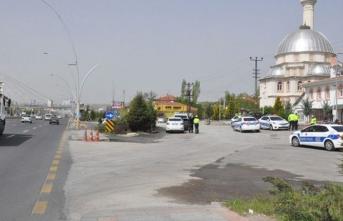 Polis uygulama noktasına araç daldı: 1 şehit